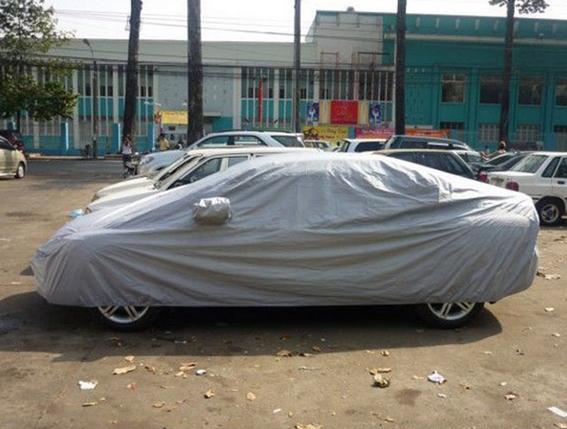 Việc ủ nóng lâu khi trùm bạt còn làm khoang xe có mùi rất khó chịu